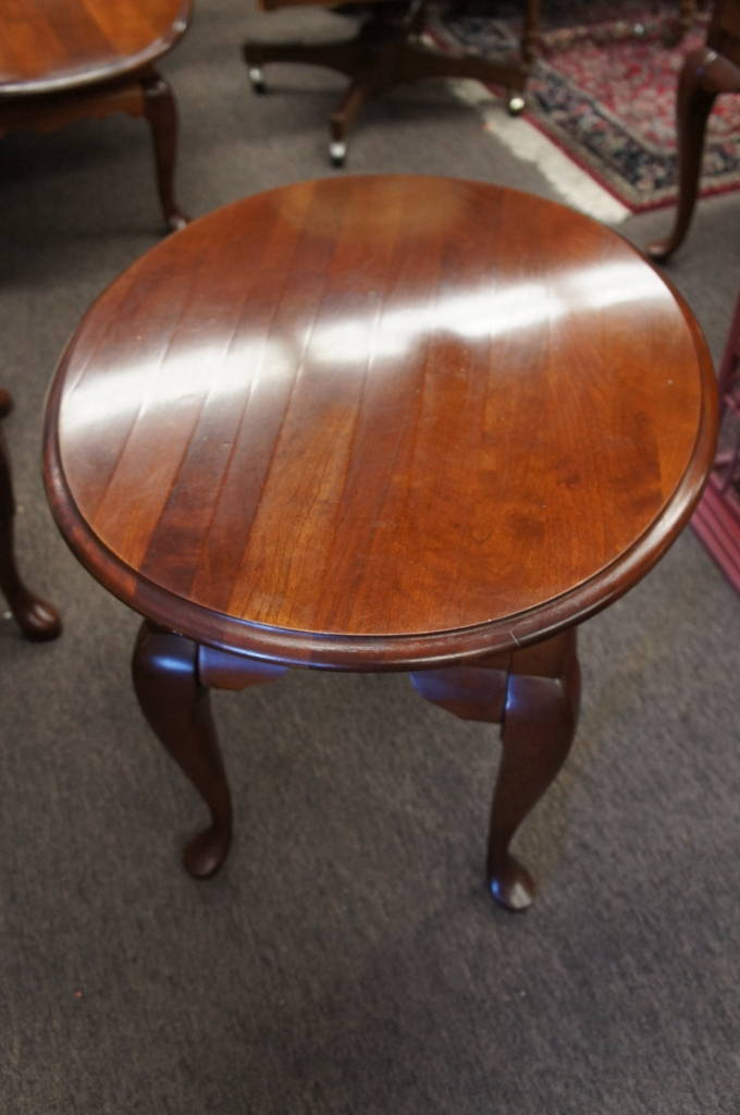 Broyhill Oval Side Table Pad Feet Cherry Queen Anne Style Lenoire House  Stand