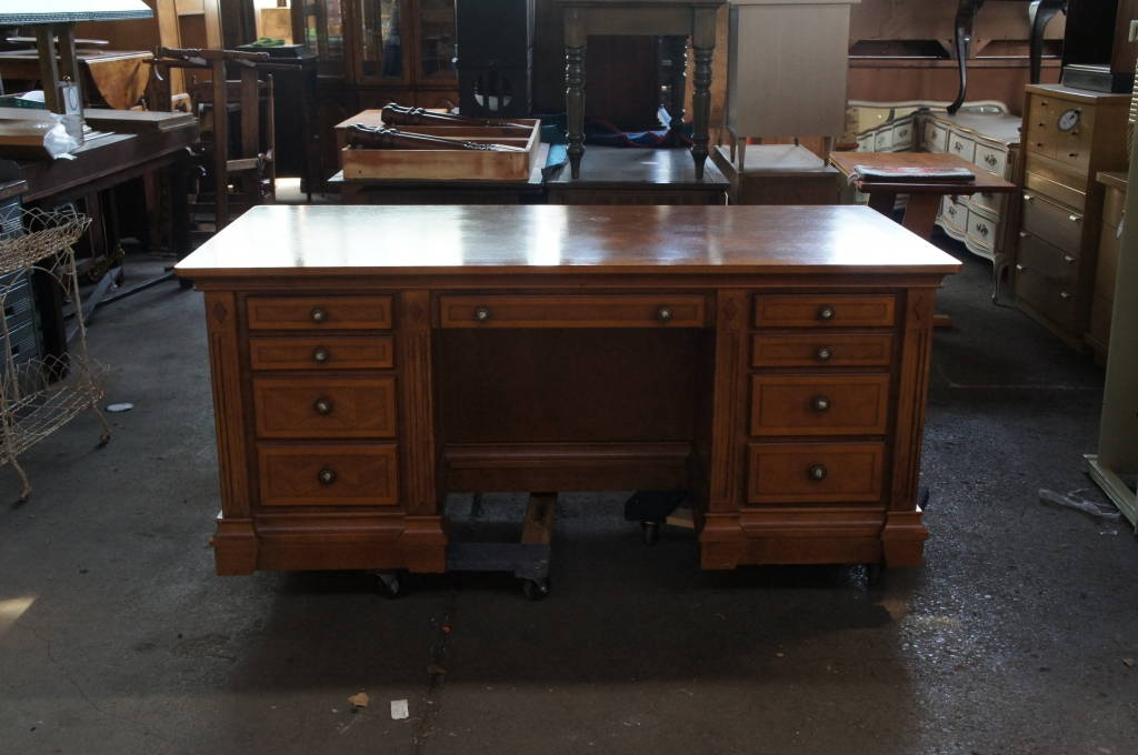 Beautiful Large Alexander Julian Home Colours Handcrafted Executive Desk The Designers Consignment Dayton S Premier Gallery
